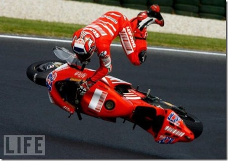stunning_images_of_frightening_motorcycle_crashes_22